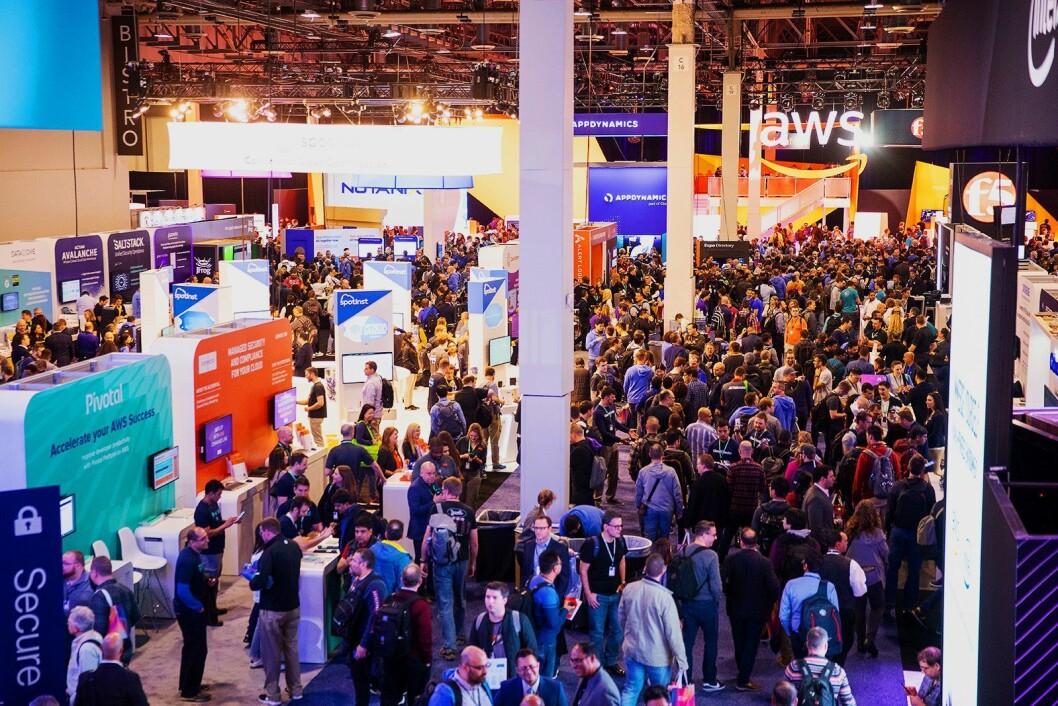 Under Re:Invent 2019 er det også et større messeområde. Foto: AWS.