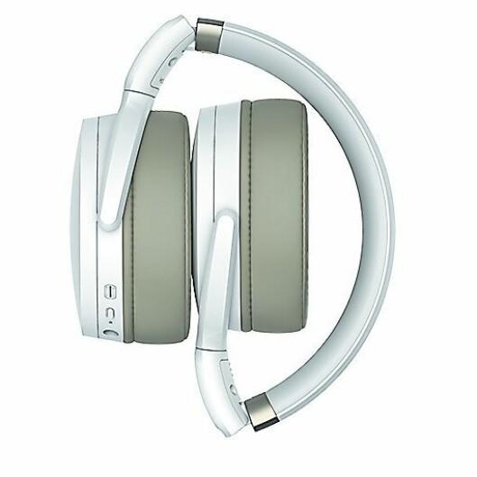 De nye hodetelefonene HD 450BT og HD 350BT finnes i både sort og hvitt. Foto: Sennheiser.