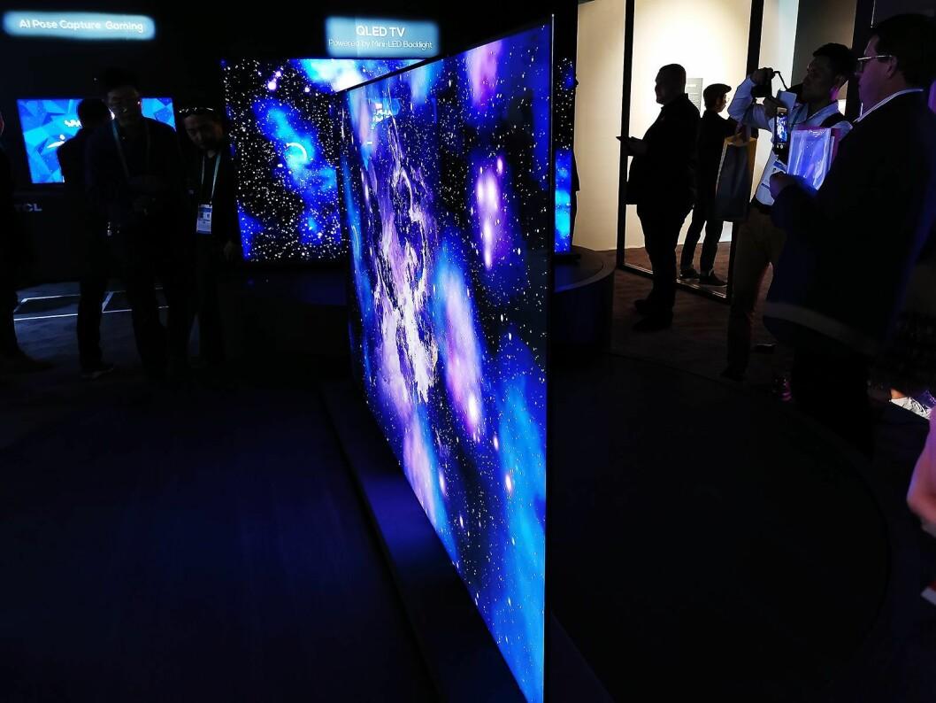 På CES viser TCL tredje generasjon mini-led, der mini-led, Quantum Dot-film og LCD er kombinert i et panel som bare er 5 millimeter tykt. Foto: Stian Sønsteng.