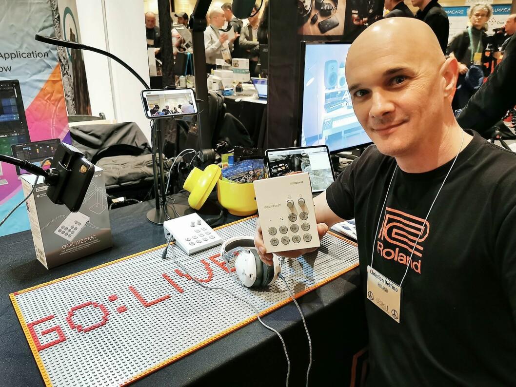 Christian Delfino i Roland med Go:Livecast, som kombinert med programvare er et produksjonsstudio for webcasting sammen med mobil eller nettbrett. Pris: 2.700,- Foto: Stian Sønsteng.