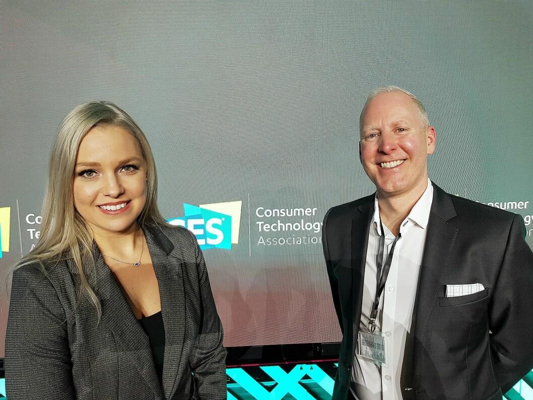 Lesley Rohrbaugh og Steve Koenig i CTA ledet pressemøtet «Trends To Watch - Into the Data Age» ved begynnelsen av CES-messen. Foto: Jan Røsholm.