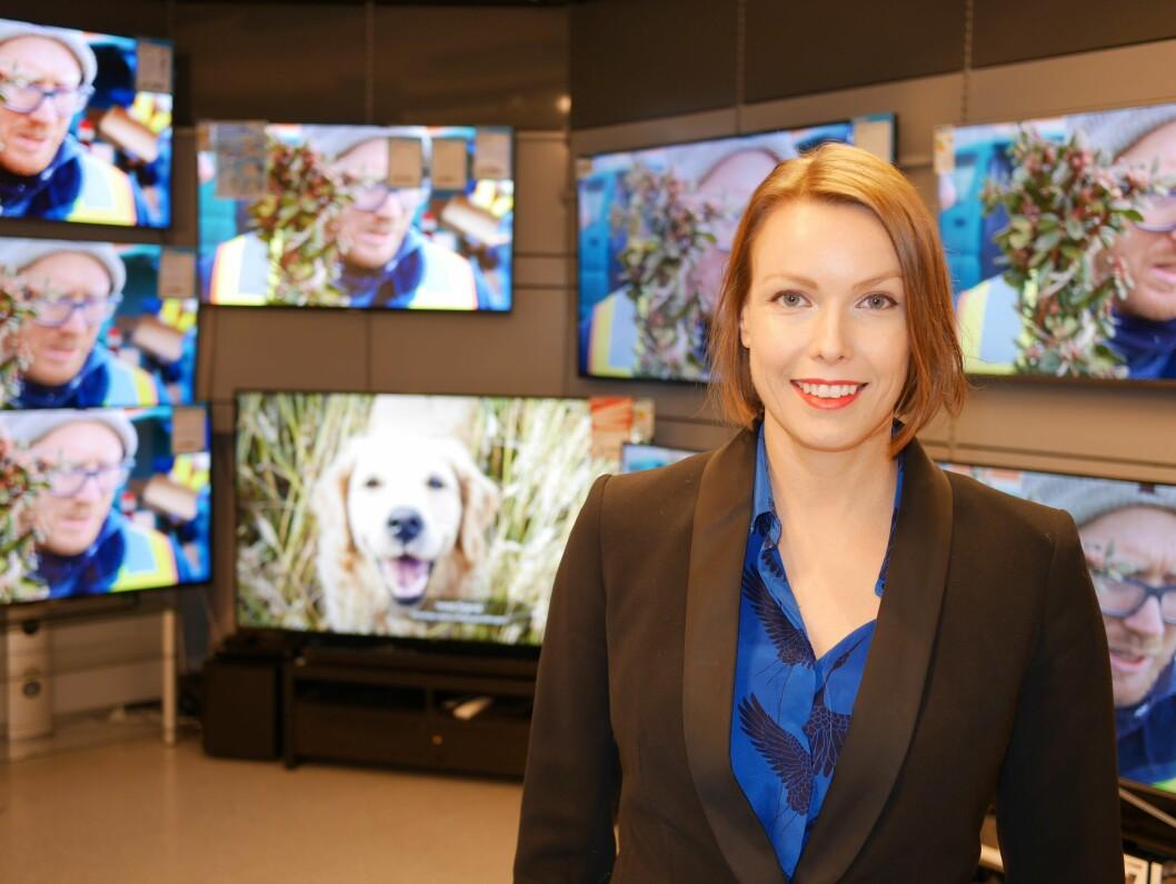 Stadig flere nordmenn velger å ha en lydplanke under TVen, sier kommunikasjonssjef i Stiftelsen Elektronikkbransjen, Marte Ottemo. Foto: Stian Sønsteng.