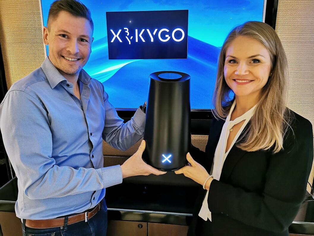 Jørgen Flåtene og Elise Reiten i X by Kygo med høyttaleren GPX1, der GP står for Grand Piano. Foto: Stian Sønsteng.