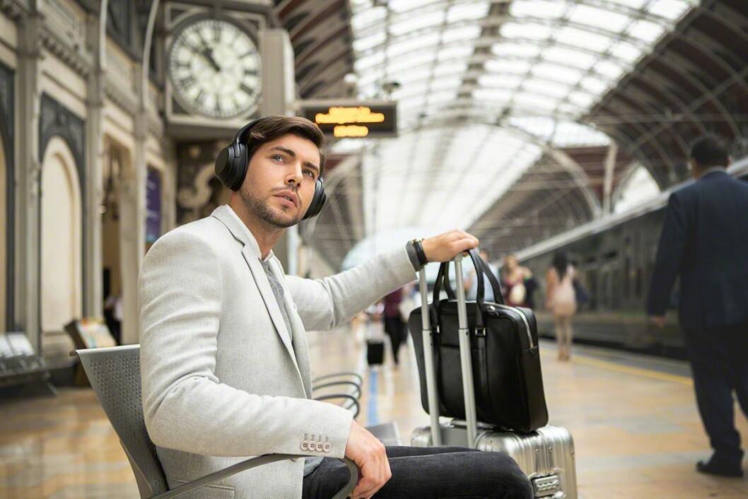 Nordmenn kjøpte 960.000 hodetelefoner i 2019, og en stadig større andel blir trådløse. Foto: Sony.