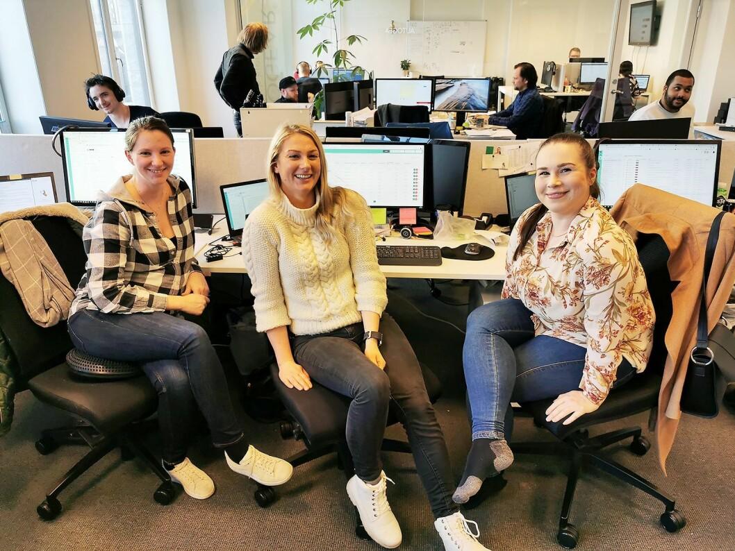 Blant de 17 ansatte i Autogear er Anette Arnesen (f. v.), Una Jacobsen og Therese Konterud på kundeservice. Foto: Stian Sønsteng.