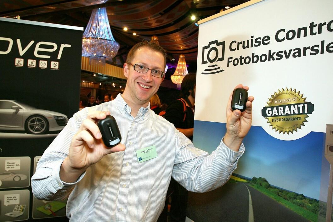 I 2008 deltok Jostein Ludvigsen i daværende Soko AS med fotoboksvarsleren Cruise Control på messen i forbindelse med Årets julegave-arrangementet til fagbladet Elektronikkbransjen. Foto: Tore Skaar.