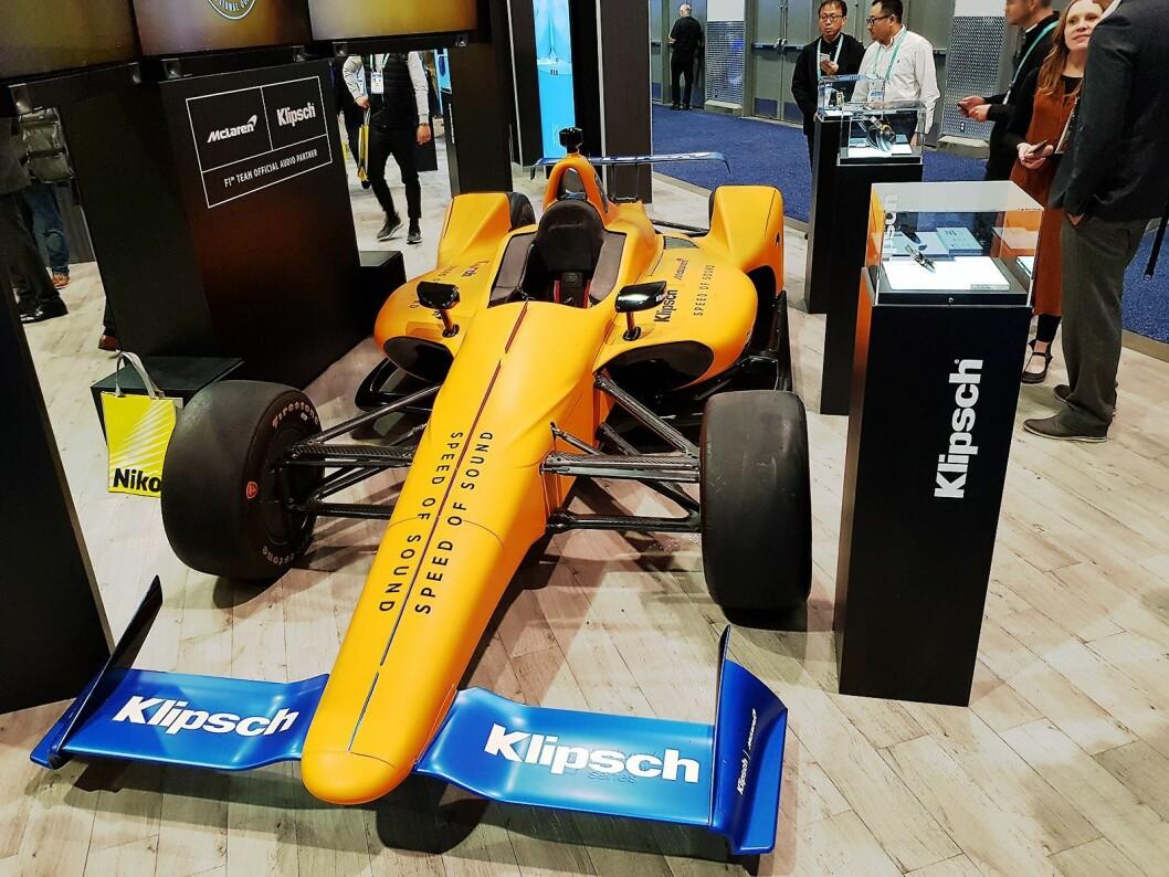 Klipsch har inngått et samarbeid med McLaren, og hadde med en racerbil på standen. Foto: Jan Røsholm.