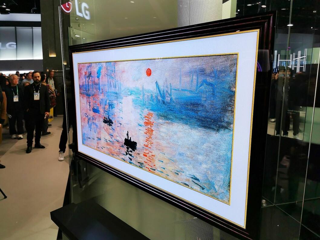 LGs tapet-TV (Wallpaper) kommer i ny versjon. 65-tommeren skal være enklere å installere, og prisen blir lavere. Foto: Stian Sønsteng.