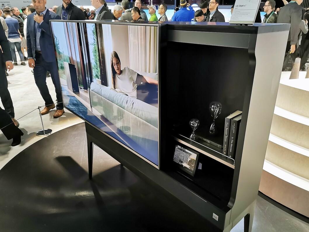 På hjemmemarkedet i Sør-Korea har LG lansert møbel-TVer, Objet, som dette skapet der skjermen sitter i skyvedøren. Foto: Stian Sønsteng.