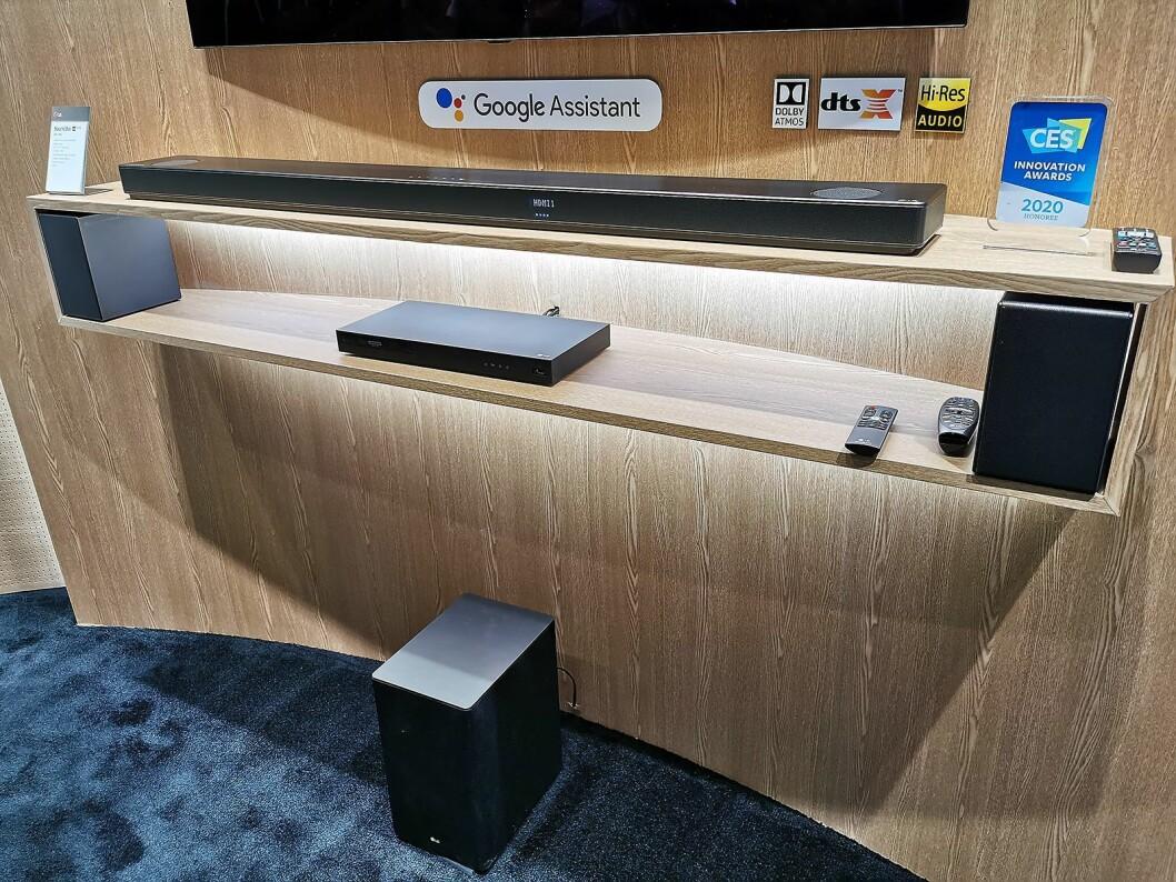 LG SN11RG har lyd fra Meridian, Dolby Atmos og DTS:X, med dedikerte topphøyttalere på bakhøyttalerne, og gir 7.1.4-lyd. Foto: Stian Sønsteng.