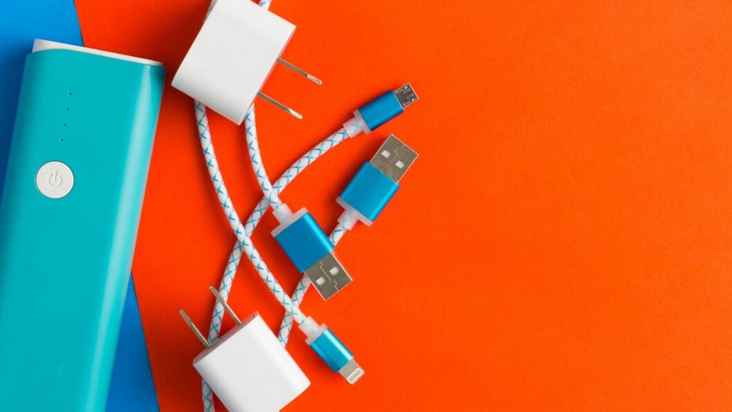 EU-kommisjonen vurderer en felles ladestandard for mobiler og bærbare enheter, men har foreløpig ikke kommet til noen konklusjon om dette blir et krav til produsentene. Foto: iStockphoto4902