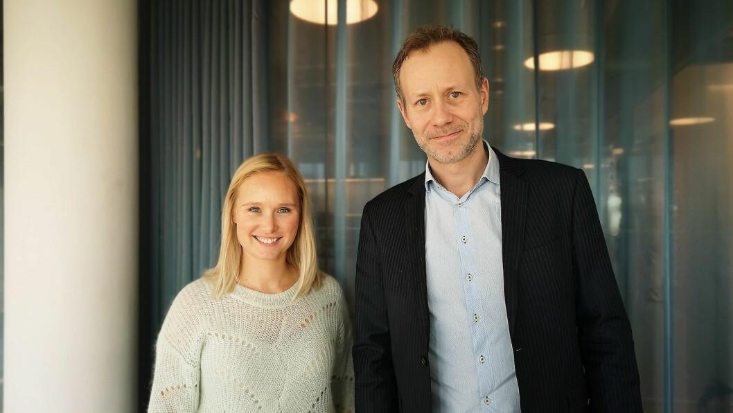 Line Holm Hansen, nordisk PR-ansvarlig i Sony Nordic og Cedric Guttormsen, norsk salgssjef i Sony Mobile, presenterte Sonys siste mobiler i Oslo i stedet for på MWC-messen i Barcelona. Foto: Marte Ottemo.