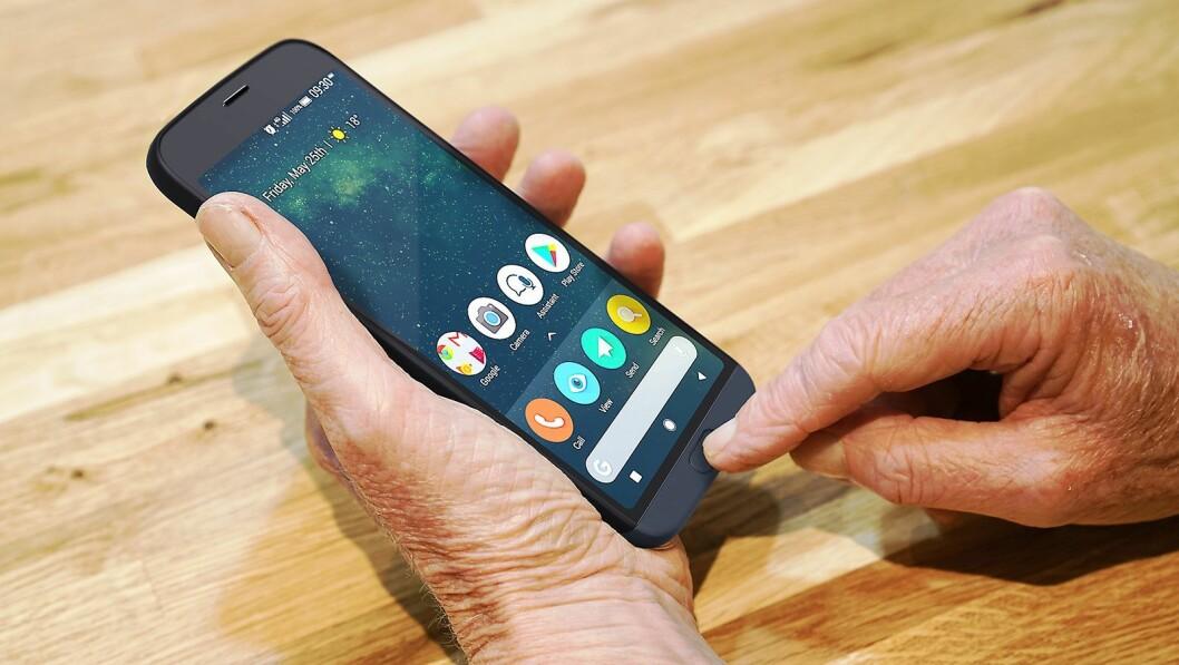 Doro har spesialisert seg på mobiltelefoner til eldre, og med 8050 har selskapet nå to smartmobiler i porteføljen. Foto: Doro