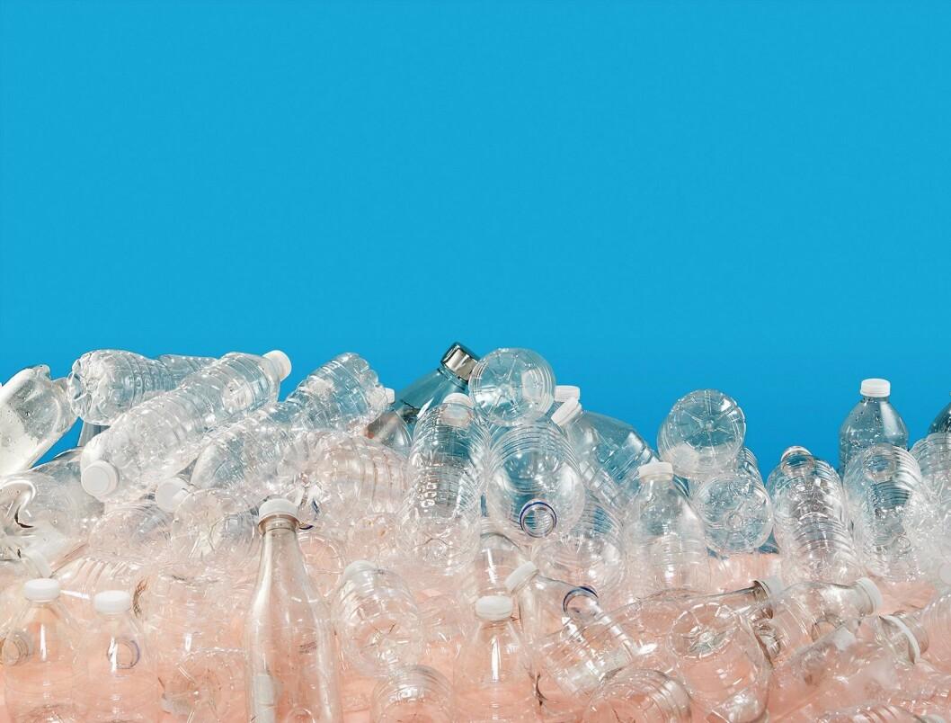 Mengden vann som kreves for å produsere en engangsflaske i plast, kan være opptil sju ganger så mye vann som det er i selve i flaska, heter det fra SodaStream. Foto: SodaStream.