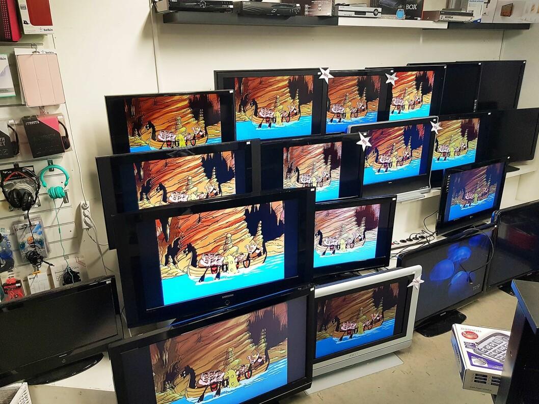 TV-veggen hos Re Compute IT har skjermer i forskjellig størrelse og prisklasse. Foto: Jan Røsholm