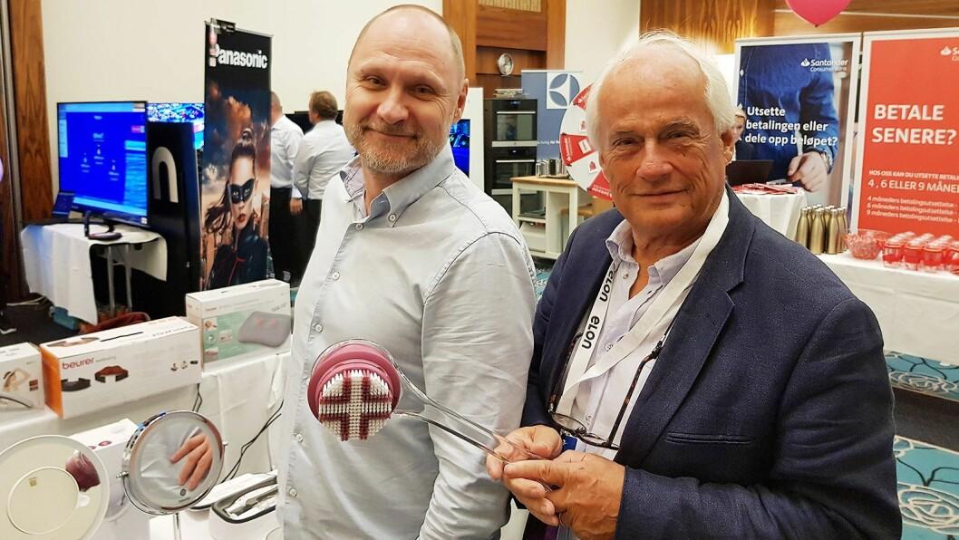 Mercante-sjef Kenneth Baltzersen (t. v.) og hans kollega Hugo Sveholm viste høsten 2019 Beurer-produkter på Elons opplæringsmesse. Foto: Jan Røsholm