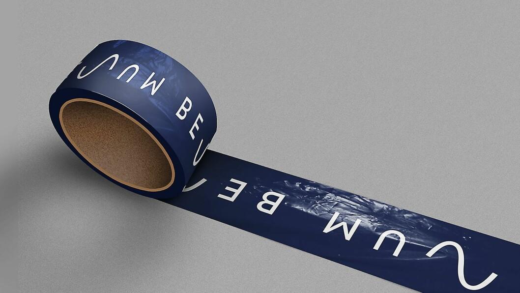 Pakketeip med Benum-logoen. Illustrasjon: Benum.