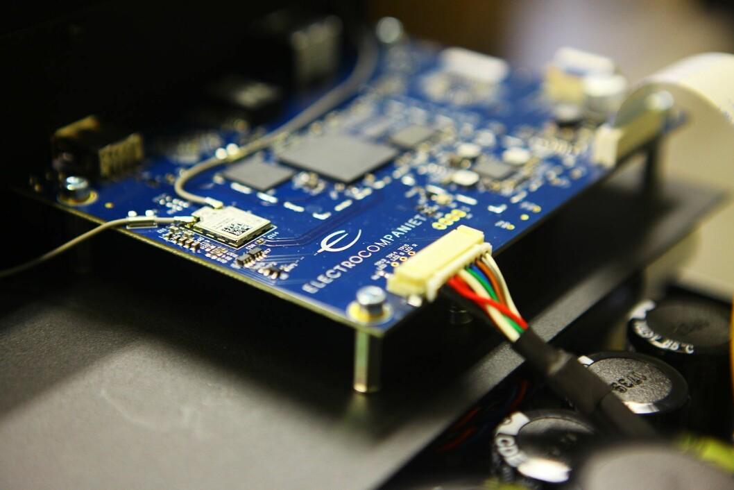 Strømme- og nettverkskortet til forsterkeren ECI 6DX MkII, som koster 55.000 kroner. Foto: Electrocompaniet.