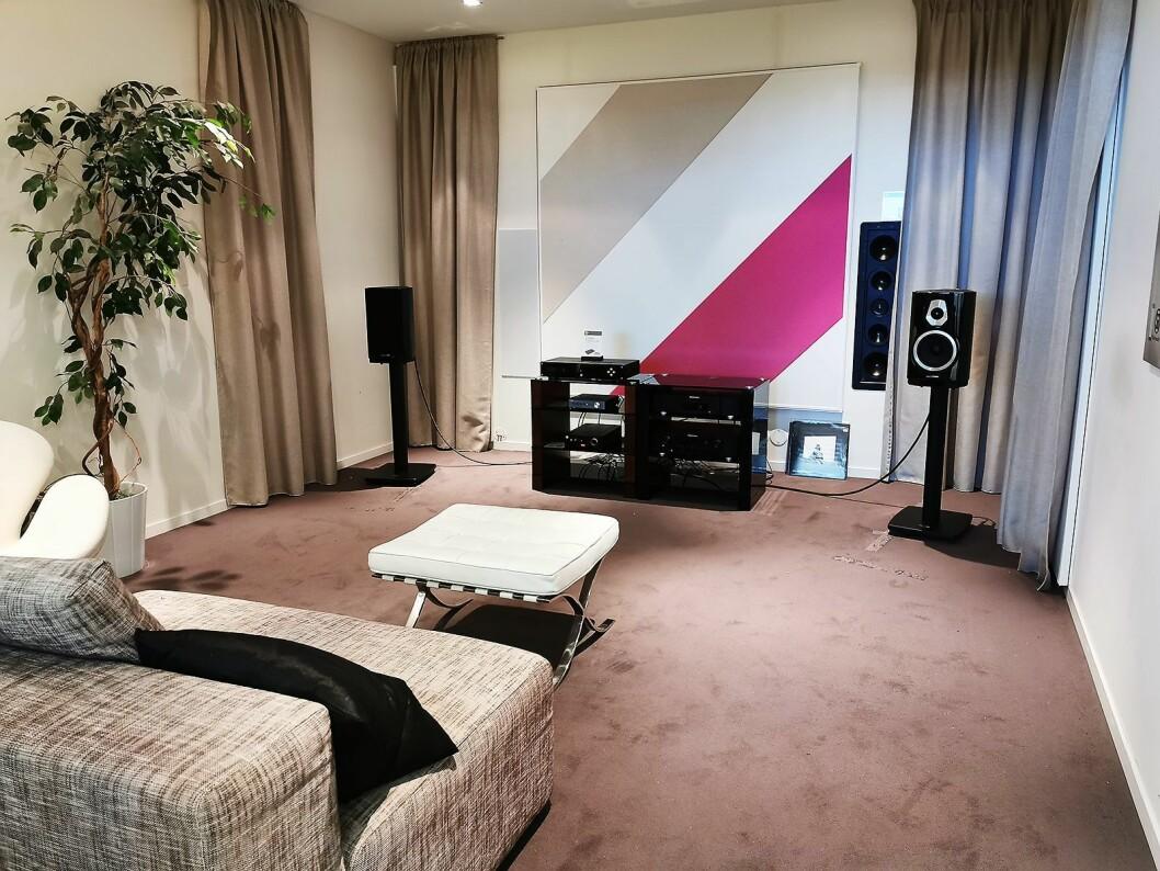I det ene lytterommet ved Soundgarden Forus er Electrocompaniets stereoforsterker ECI 80D til 23.000 kroner sentralt plassert. Foto: Atle Dreier.