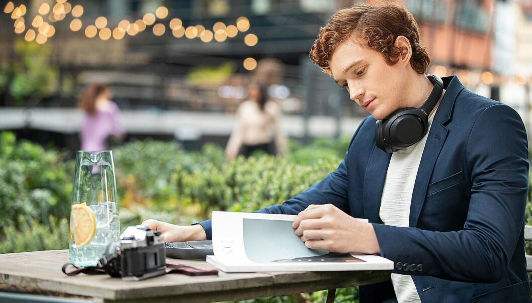 Nordmenn har hodetelefoner til ulike bruk, fra trening til jobb og pendling. Foto: Sony