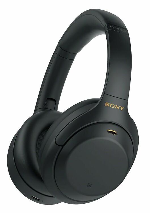 Litt større puter i Sonys nyeste hodetelefon skal gi enda bedre komfort. Foto: Sony.