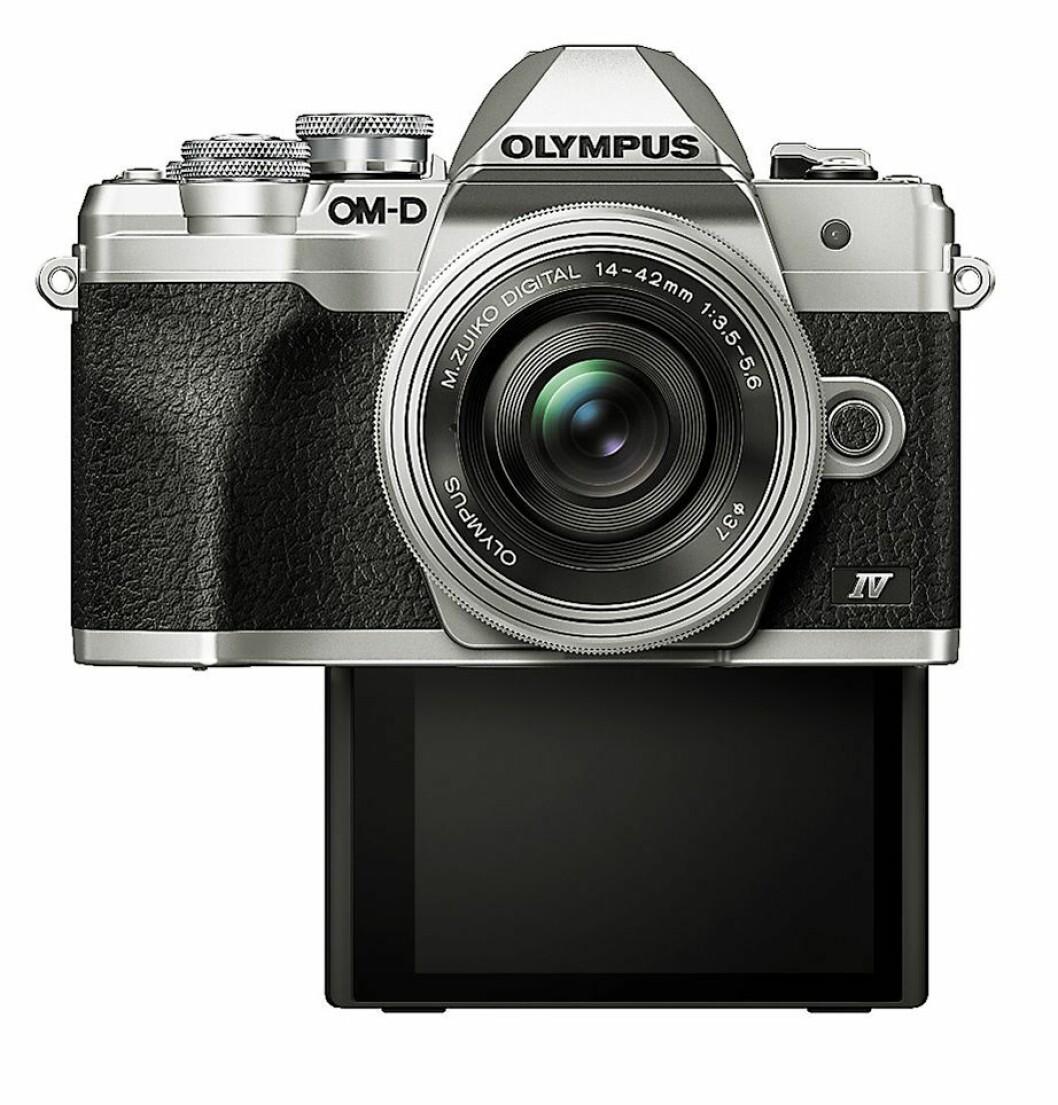 Olympus' nye kamera har fått en skjerm som lar seg stille inn i selfie-modus. Foto: Olympus.