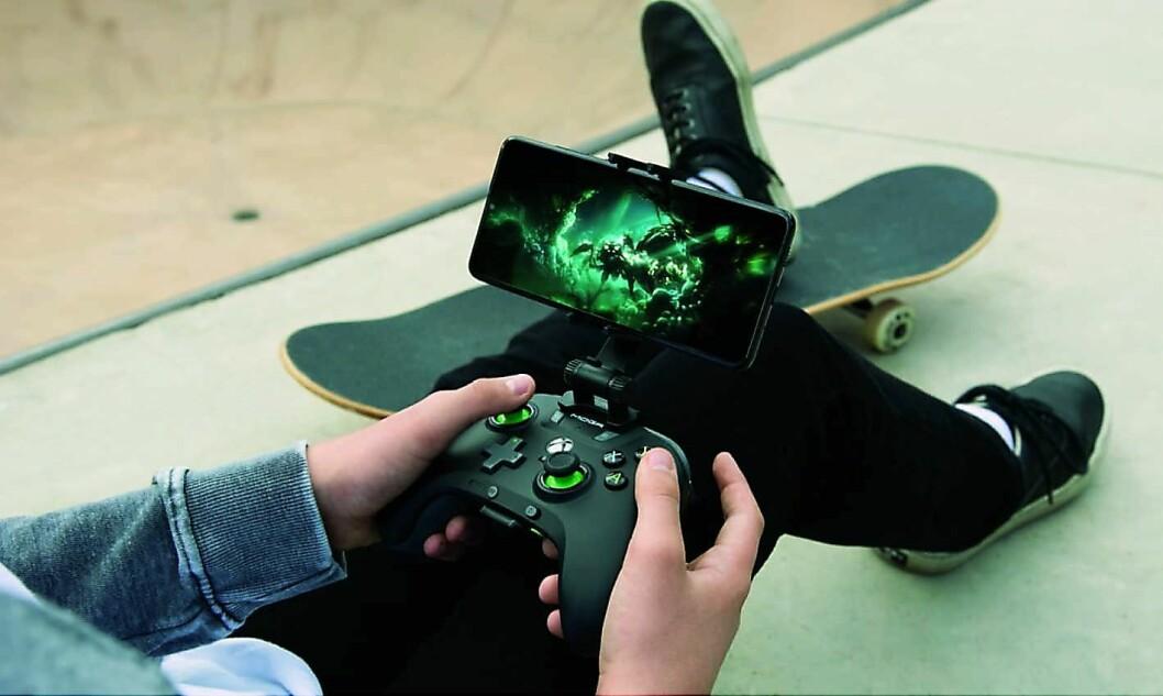 Kjøper du spillpakken fra Samsung får du med en Xbox-liknende kontroller og abonnement på Xbox Gamepass. Foto: Microsoft.