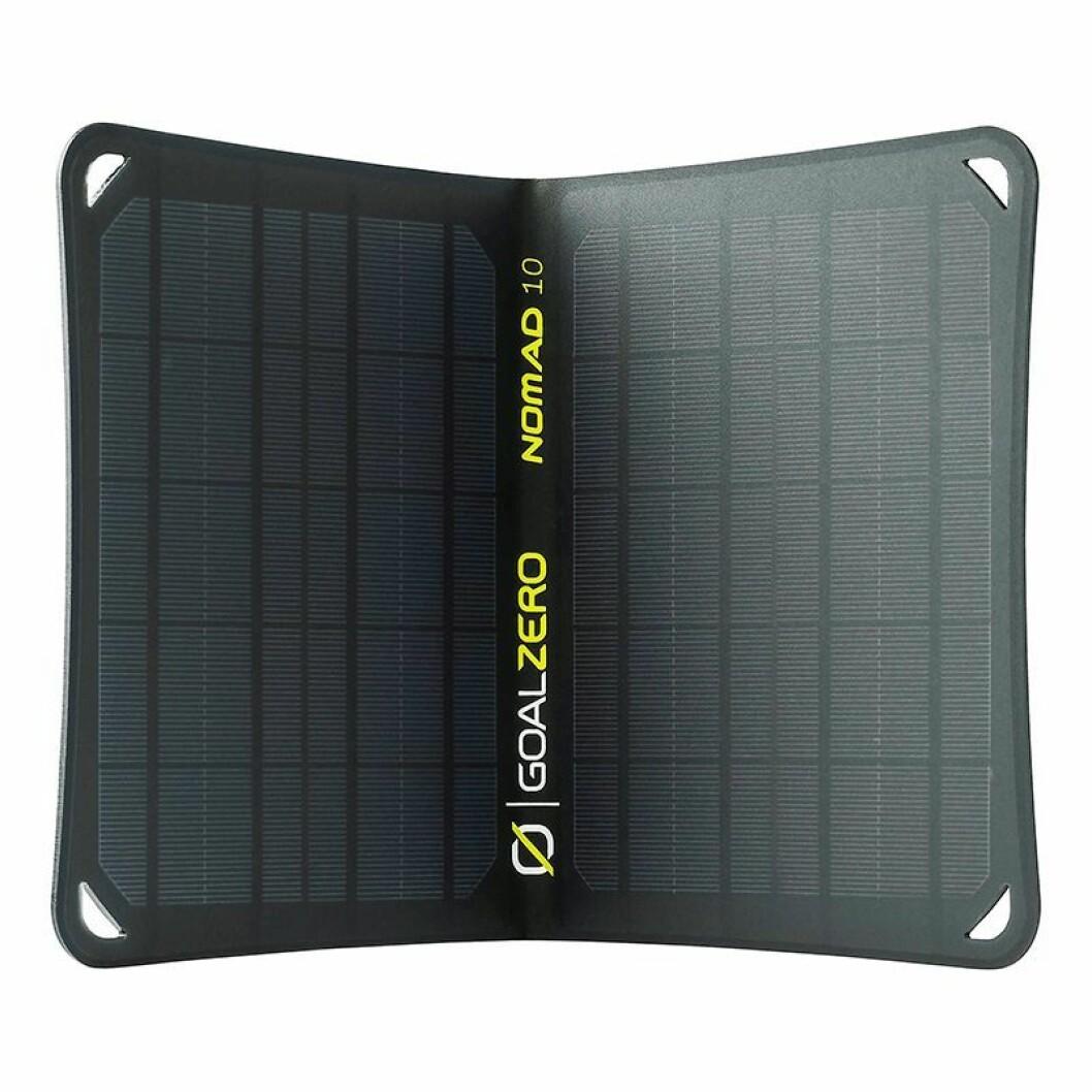 Nomad 10 er et 10 watts solcellepanel med integrert USB-port. Vekt: 500 gram. Solar kapasitet: 6-7V. 10W. Pris: 1.120,-.