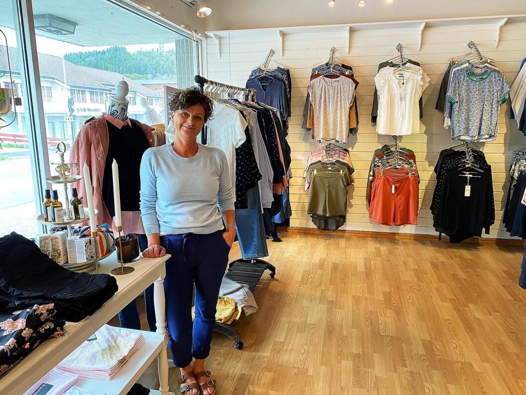 Varehuset Rydland hadde allerede elektronikk og møbler da Unn Vigdis Skåtun og Karsten Vestbøstad tok over for 15 år siden. For 10 år siden begynte Skåtun også med klær. Foto: Kjell Sigve Ivarsøy.