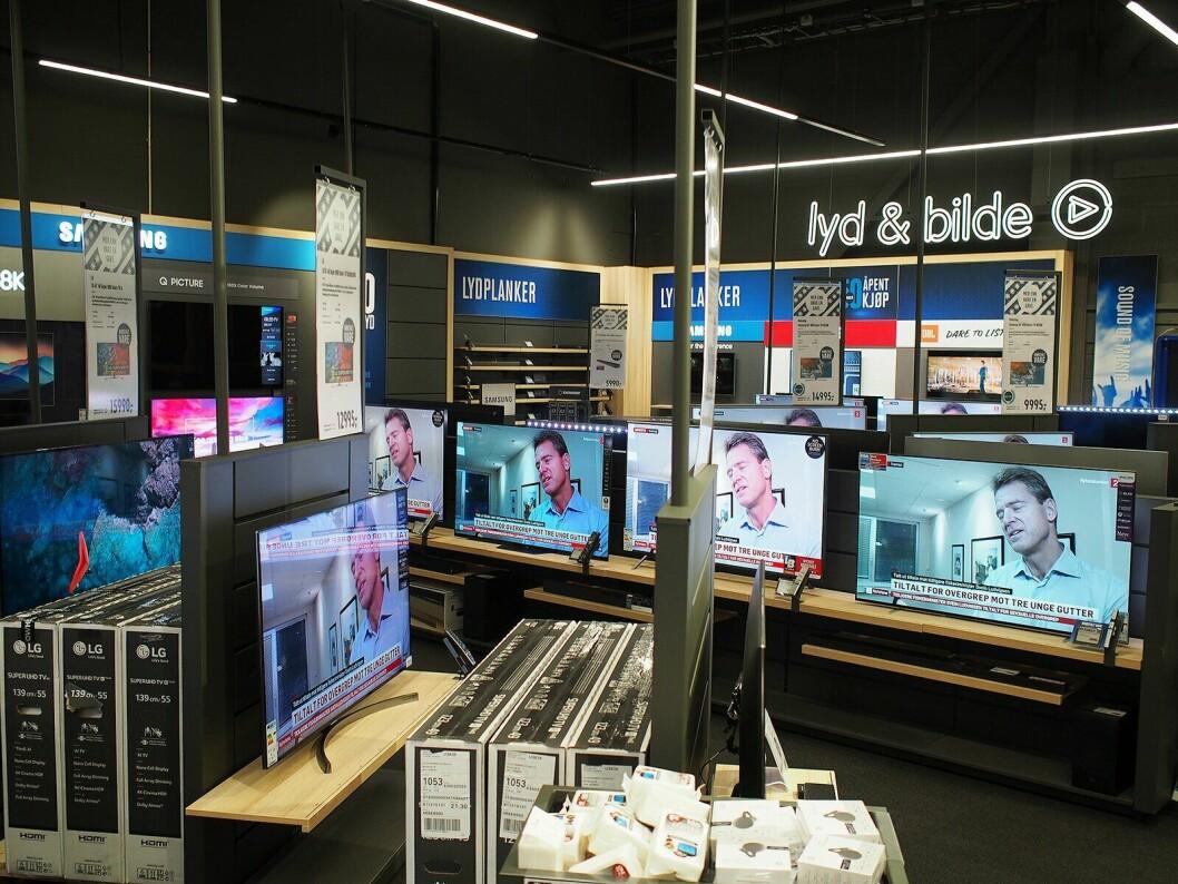 Etter et fall i TV-salget i første halvår 2018, vokser nå salget med tre prosent, og vi fortsetter å kjøpe større TVer. 55 tommer har de siste to årene vært folke-TVen, men i første halvår ser vi perioder hvor 65 tommer selger mest. Foto: Stian Sønsteng.