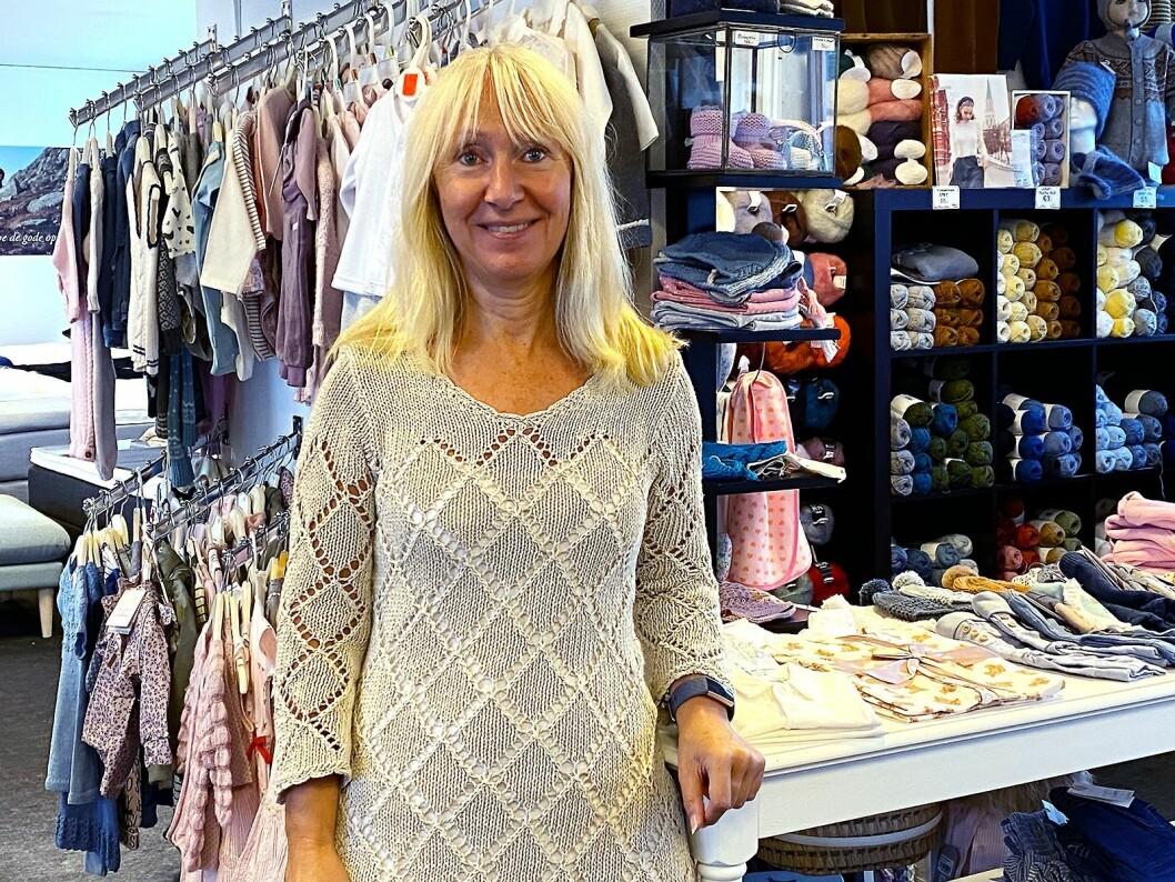 Kate Helland driver butikken Små skatter i andre etasje. Foto: Kjell Sigve Ivarsøy.