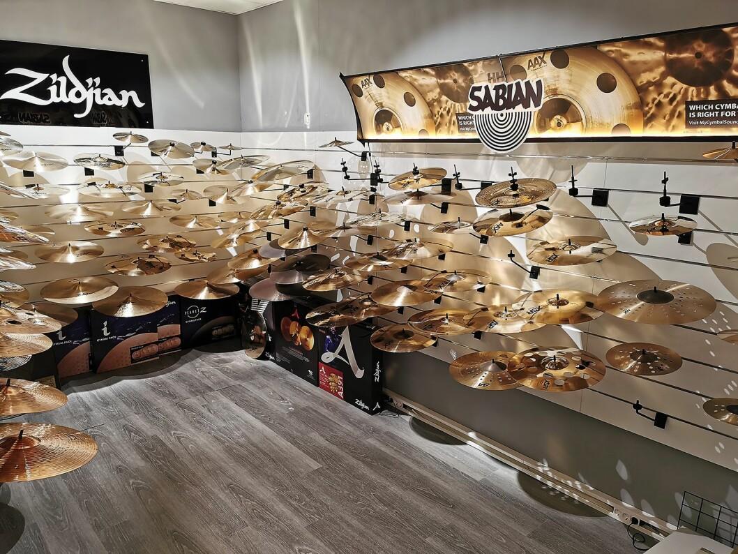 Cymbaler er plassert i et eget rom. Foto: Stian Sønsteng.