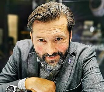 Nordisk PR-sjef Marcus Bjärneroth i Garmin tror det er et marked for Catalyst også i Norden. Bildet er tatt fra Garmins IFA-lansering i 2019. Foto: Stian Sønsteng.