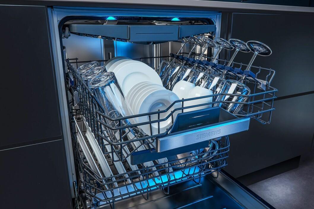De nye oppvaskmaskinene fra Siemens har fått en egen sone for vinglass. Foto: BSH.