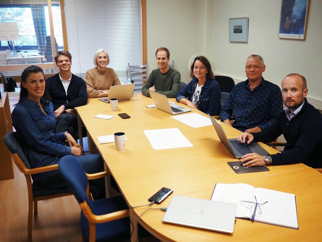 Fra venstre Aina Moen, Kevin Olsen, Solveig Røkholt, Sivert Hatletveit, Heidi Dahlen, Ketil Tangedal og Vegard Fjelland i produkt-avdelingen i Wilfa. Foto: Stian Sønsteng.