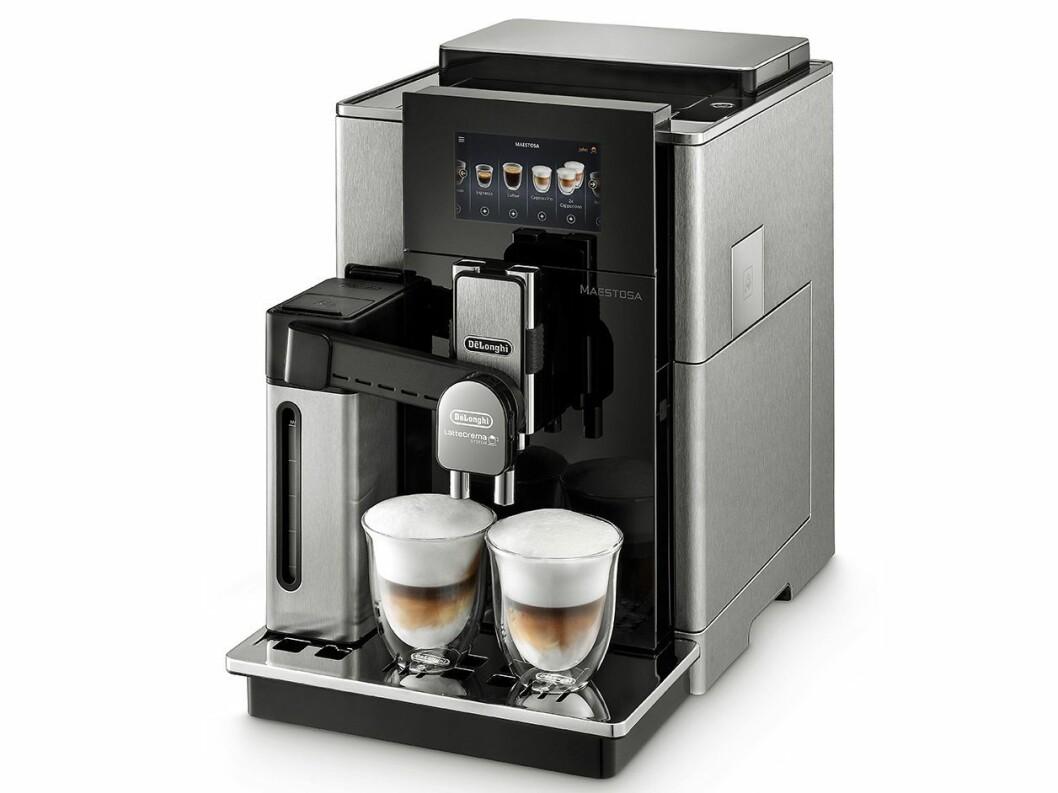 De'Longhi Maestosa er selskapets flaggskipmaskin, med en prislapp på 32.000 kroner – og muligheten til å samtidig brygge to melkebaserte kaffedrikker. Foto: De'Longhi.