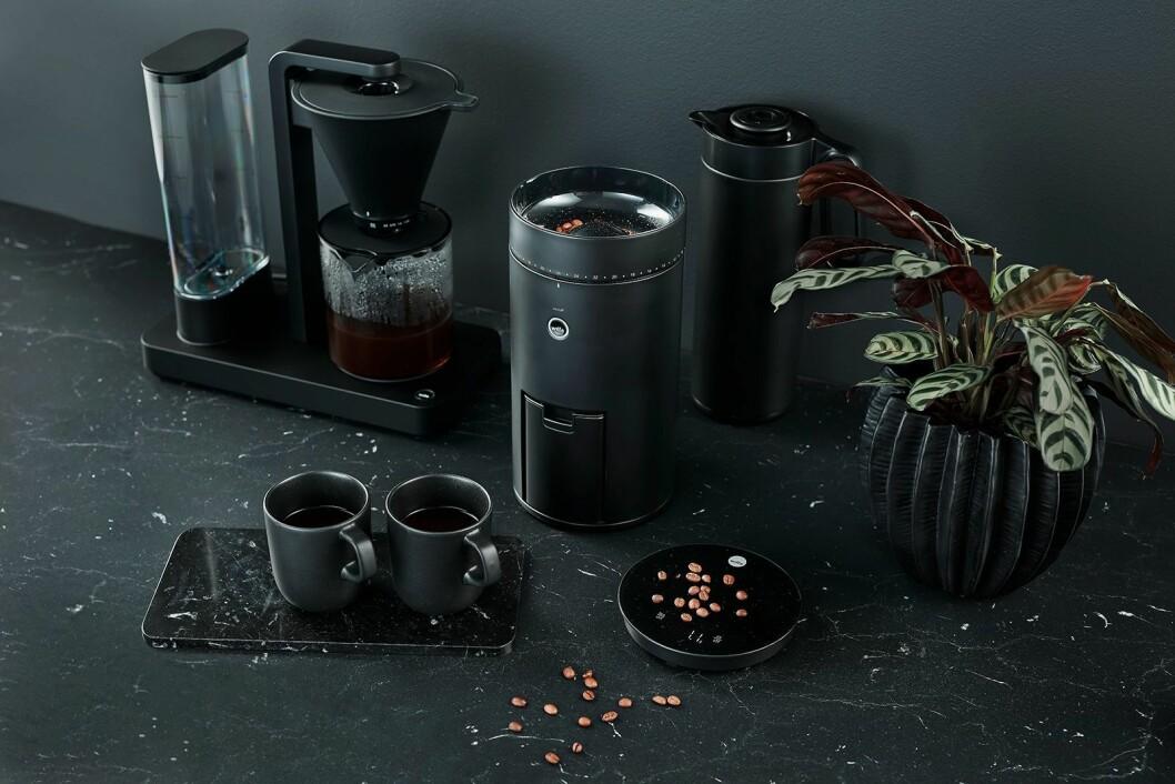 Den nye kaffetrakteren Wilfa Performance (pris: 2.800,-) og kaffekvernen Svart Uniform, som har innebygd vekt. Pris: 4.000,- Foto: Wilfa.