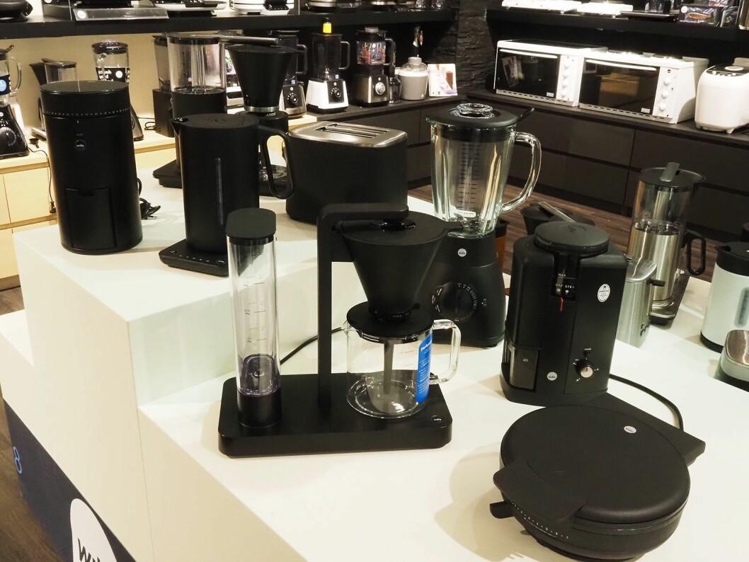 Noe av Wilfas portefølje kjøkkenprodukter i matt sort. I motsetning til Henry Ford tilbyr de også produkter i andre farger. Foto: Stian Sønsteng.