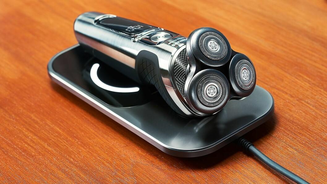 Philips Shaver Prestige 9000 kan lades trådløst med en Qi ladeplate. Foto: Philips.