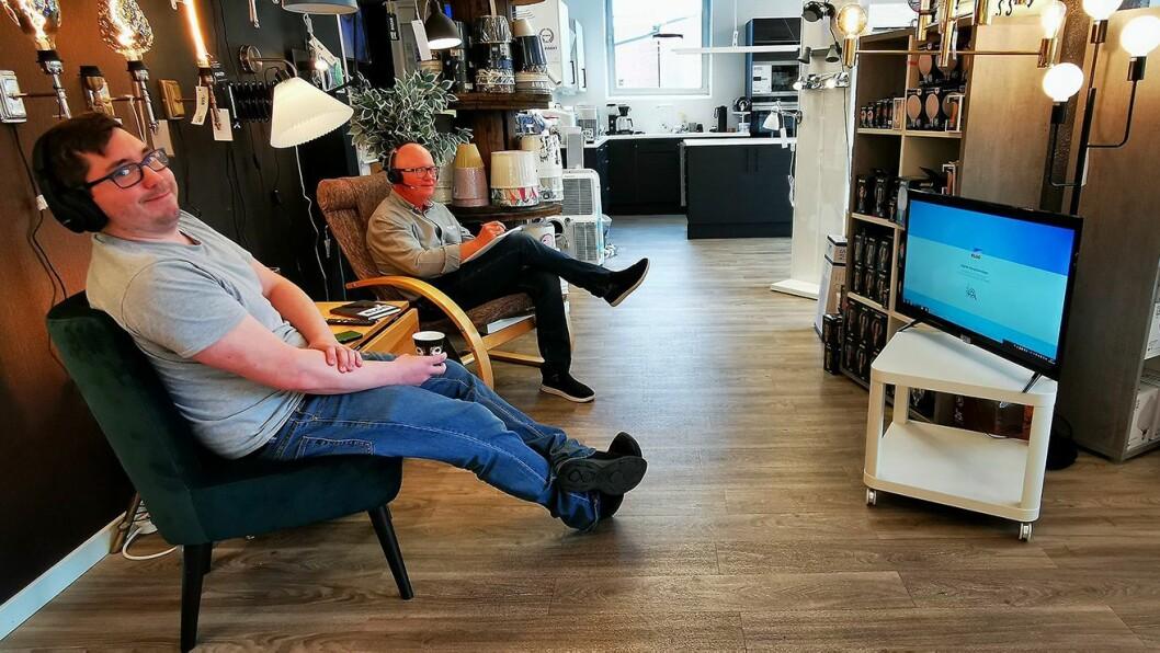 Dag-Andre Jordansen (t. v.) og Øyvind Sørby ved Elon Gressvik er klar for de digitale kompetansedagene. Foto: Elon.