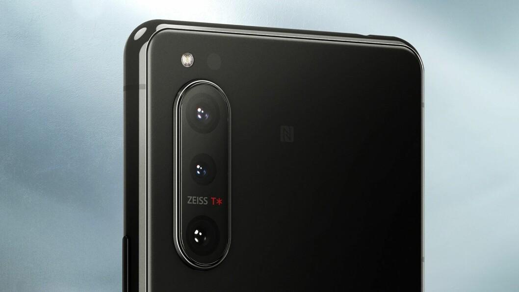 Sony bruker kameralinser fra Zeiss som er optimalisert for selskapets telefoner. Foto: Sony.