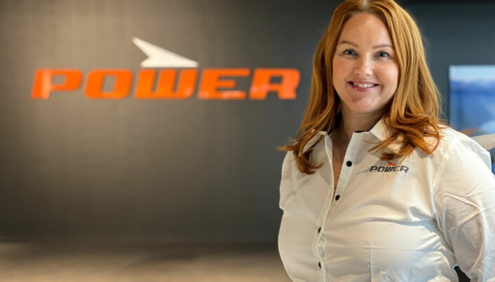 """PR- og kommunikasjonssjef i Power, Siri Røhr-Staff, ser at flere handler på nett og """"klikk og hent"""". Foto: Power"""