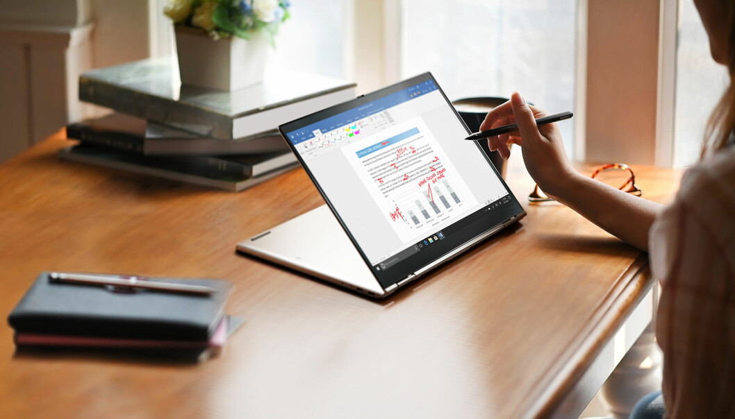 X1 Titanium Yoga er Lenovos tynneste Thinkpad hittil med en høyde på 11 millimeter. Foto: Lenovo