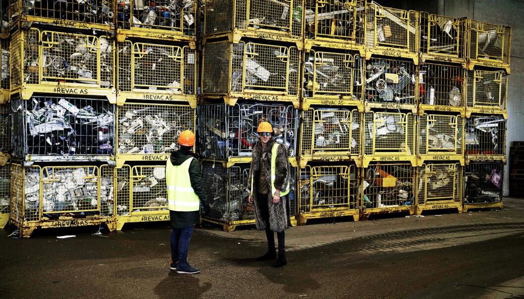 Revac AS hadde stablet de 400 burene de får inn daglig til ære for Christian Strand og TIX (Andreas Andresen Haukeland) i NRK-programmet TIX' Elektronikksjokk. Foto: Sløsesjokket/NRK