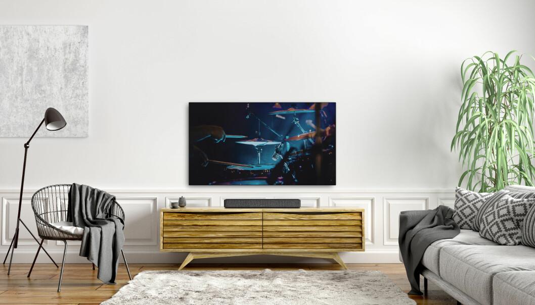 Stadig flere nordmenn velger å ha en lydplanke under TVen. Foto: Denon