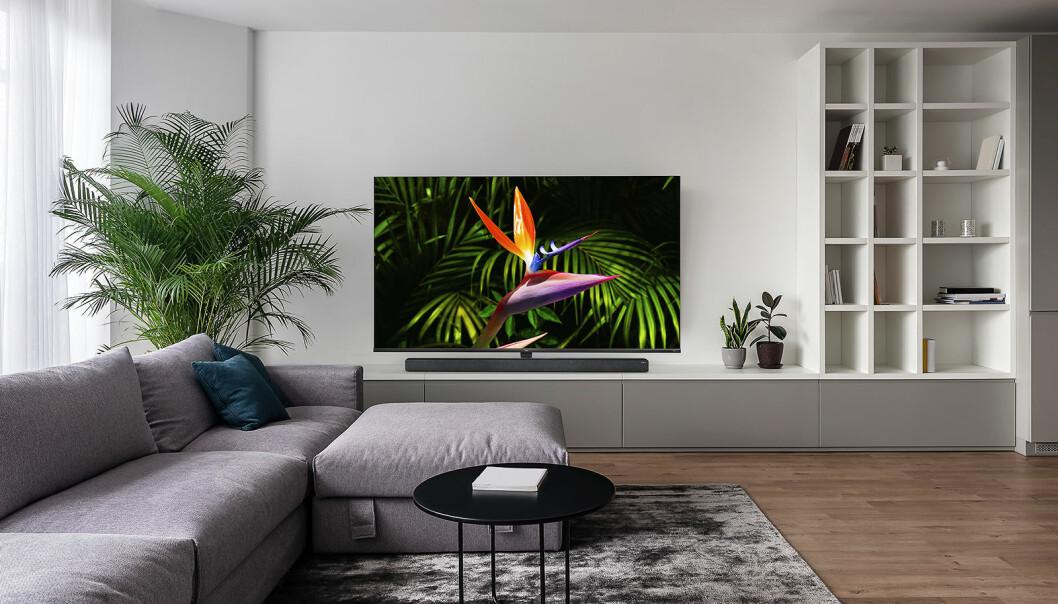 Norske forbrukere kjøper stadig større TVer. Foto: TCL