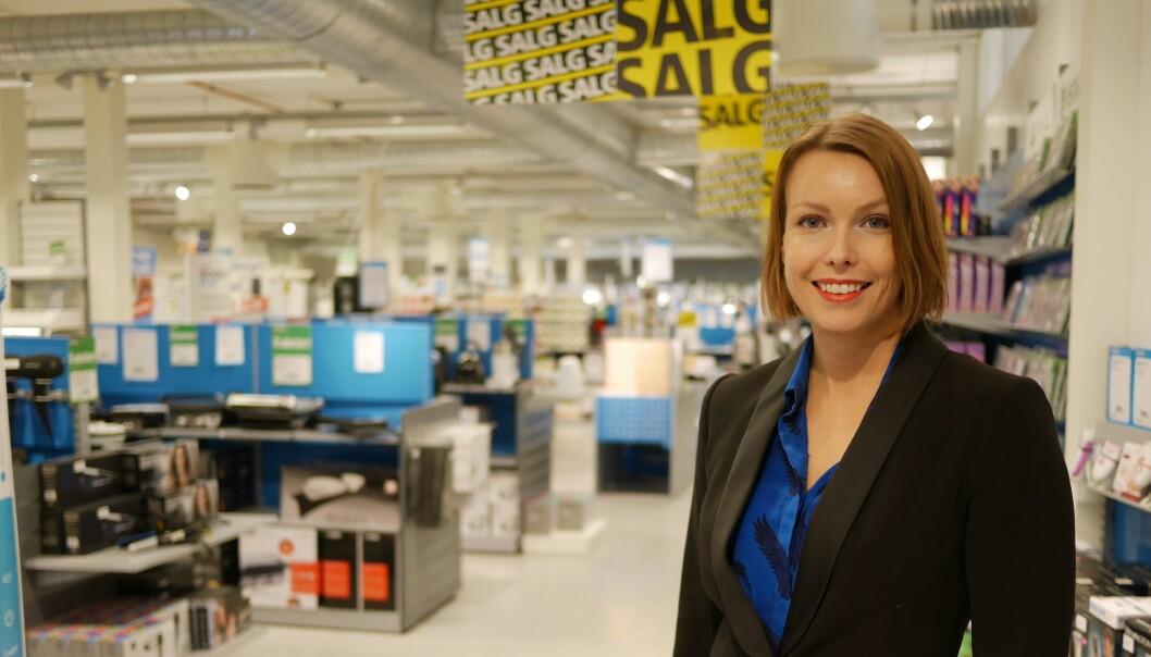 Kommunikasjonssjef i Stiftelsen Elektronikkbransjen, Marte Ottemo, sier stadig flere ser film og TV-serier på mobilen. Foto: Stian Sønsteng