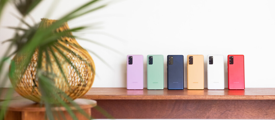 Salget av mobiler fortsetter å falle, men vi kjøper stadig dyrere modeller. Foto: Samsung