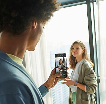 Folks selfier skal få en boost med en ny 3D-analyse som skiller motivet fra bakgrunnen i detalj. Foto: Samsung