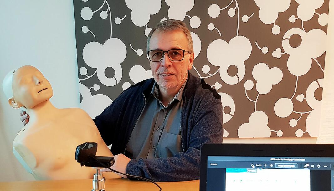 Jon-Freddy Nilsen underviste i førstehjelp kurs for 185 teknikere, men ingen satt i rommet. Foto: Jan Røsholm